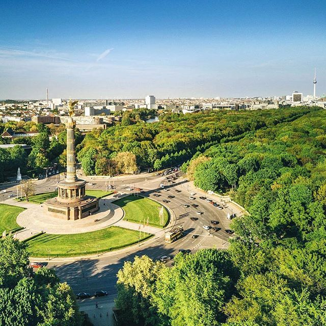 #Repost @nikada33 ・・・ Berlin Victory Column and Tiergarten #berlin #victorycolumn #tiergarten #city #urban #traffic #cars #park #green #trees #bluesky #sun #sunny #instagood #instagramers #color #nofilter #street