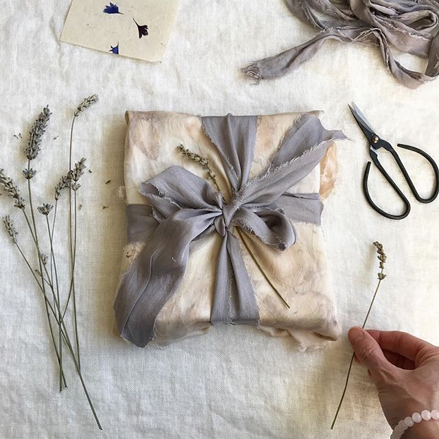 A little bit of fabric wrapping this morning 💌 . I used a piece of bamboo silk fabric that I bundle dyed in bramble leaves last year. The grey/purple ribbon was dyed with avocado skins + a little bit of ferrous sulphate to shift the colour from pink to purple. . It's a lovely way to make use of small pieces of fabric. Wrapping has never been so enjoyable ☺️🌸🍃💫 . These lavender flowers smell of last summer. Anyone else looking forward to Spring and all the new plants? 🌱 And do you like to fabric wrap too? 💌