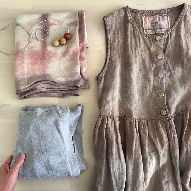 Today I am mostly wearing an avocado 😉 All of these shades were made from avocado skins + iron to shift the pinks to purple 🥑💕 . The scarf is hemp, the cardigan a linen/viscose blend, and the dress linen. The fabric was all pretreated in soya milk as per the method in my book, and then dyed in a series of dye baths. I added ferrous sulphate at the end and darkened some sections to create depth and patterns. So much fun! . We seem to collect avocado skins and stones at a crazy rate and I have a freezer drawer almost entirely full! So that means more avocado dyeing will be happening soon 👍🏽 . What are you dyeing/making/creating this weekend? 💚