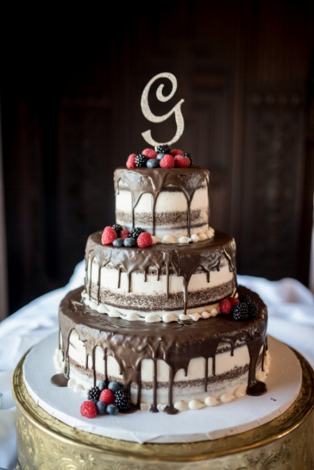 t30_drip-wedding-cake-marie-tony-photography.jpg