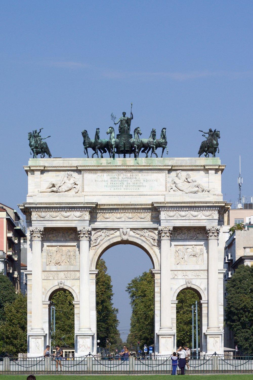 Samantha McNeil Blog Arco Della Pace Milan
