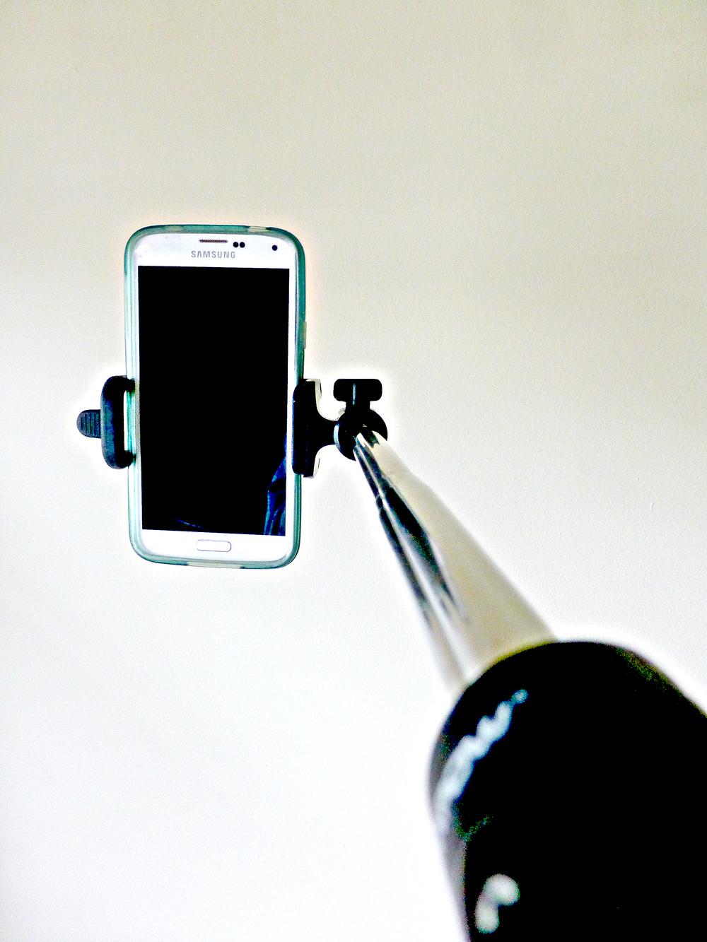 yes, it's a selfie stick