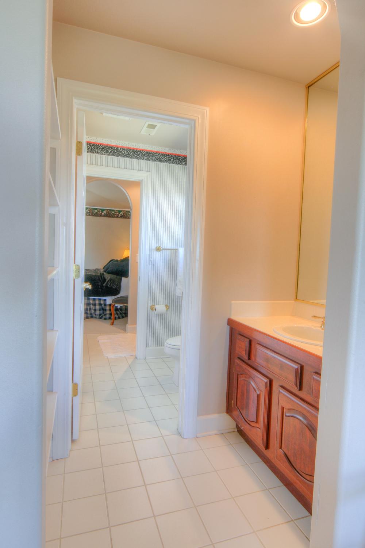 Upper Bath 2.jpg
