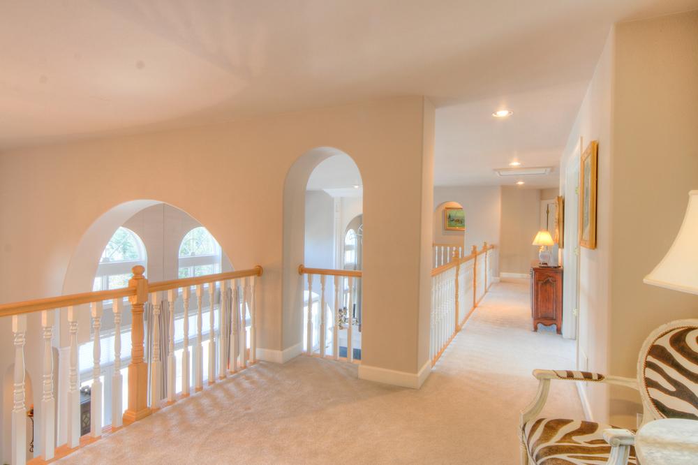 Upstairs Hallway 1.jpg
