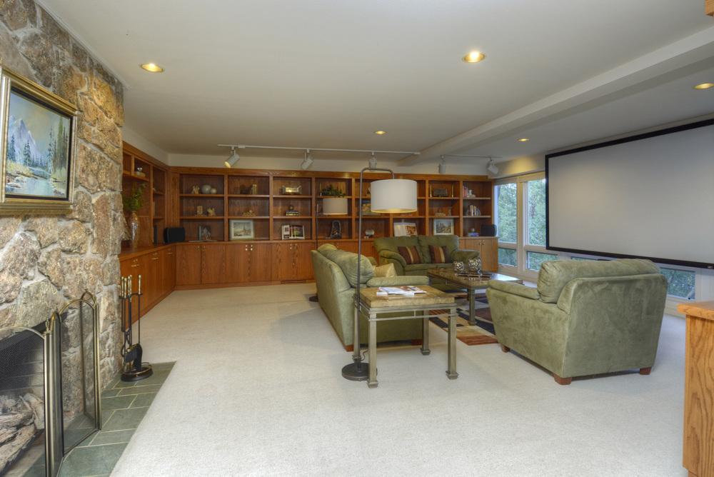 13- Family Room.jpg