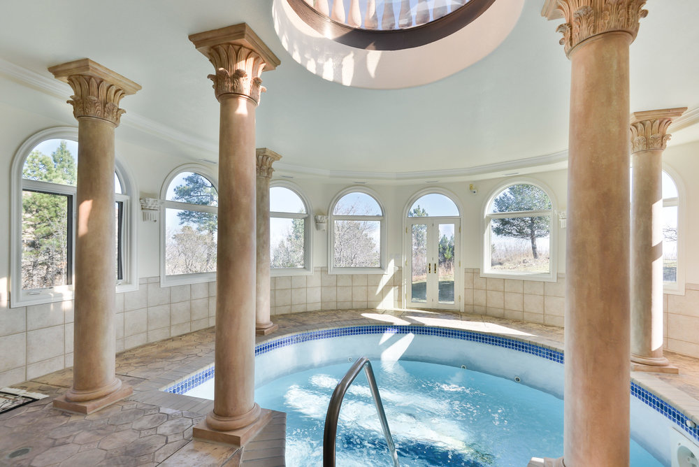 23 - Hot Tub and Spa Room.jpg