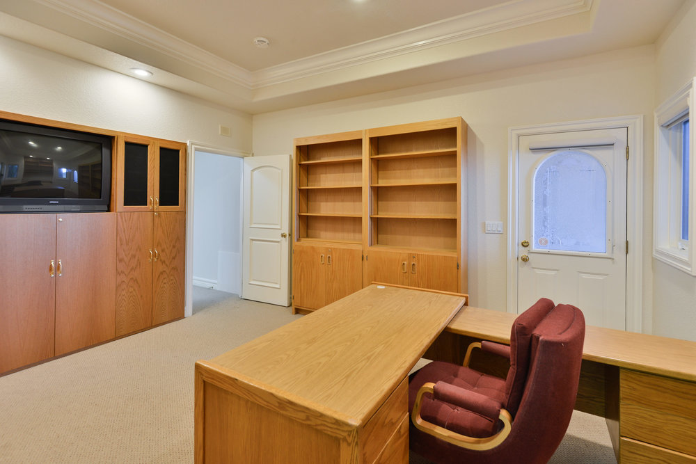 25 - Office with built ins.jpg