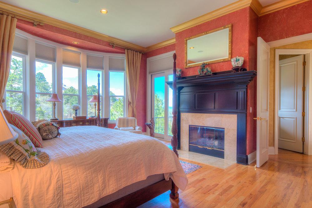 10 - Master Bedroom.jpg