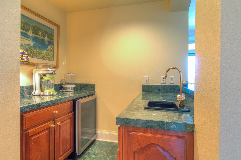 16 - Wet Bar Off Family Room.jpg