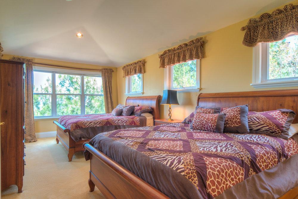 21 - Guest Bedroom.jpg