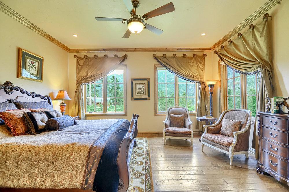 28 - Guest Bedroom.jpg