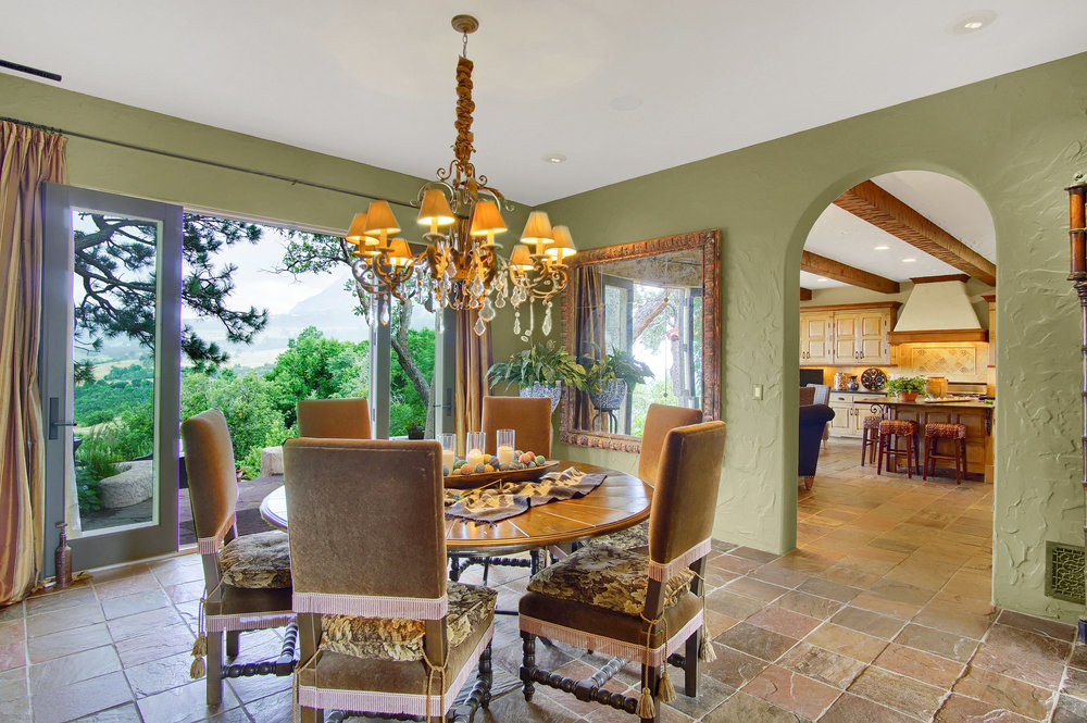 5 - Dining room opens to rear veranda .jpg