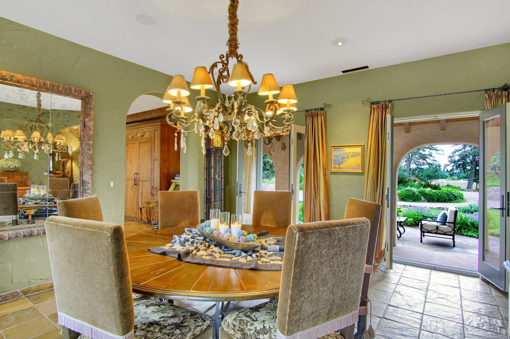 6 - Dining room also opens to front courtyard.jpg