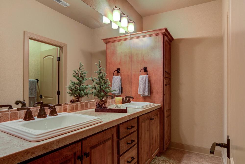 28.5 - Bathroom.jpg