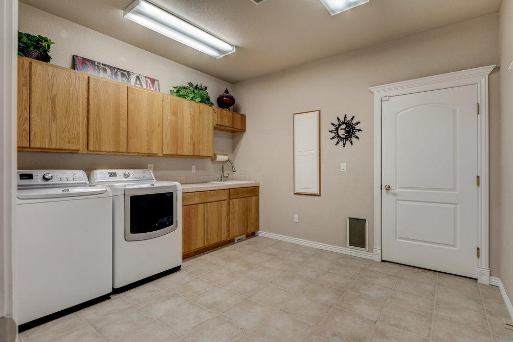 27 - Laundry Room.jpg