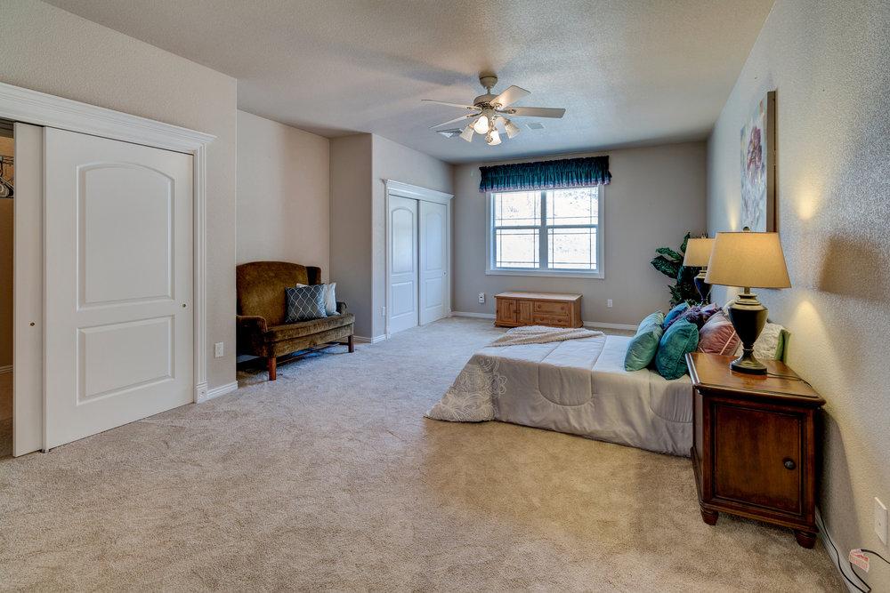 33 - Guest Bedroom.jpg