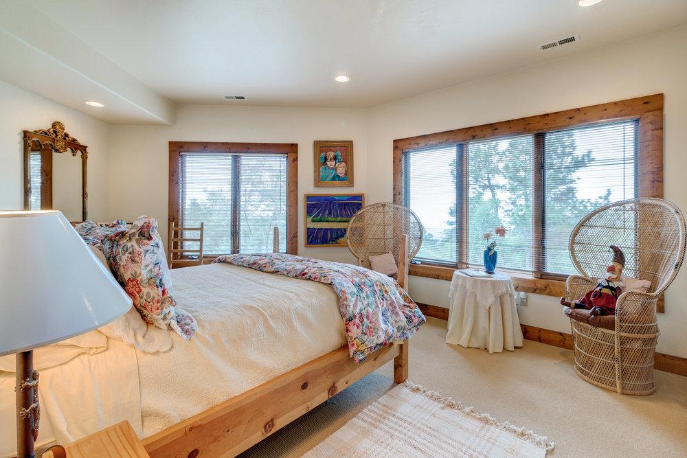33-Guest Bedroom.jpg