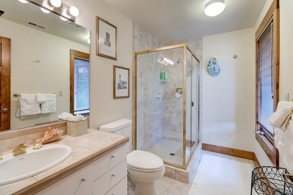 34-Guest Bath.jpg
