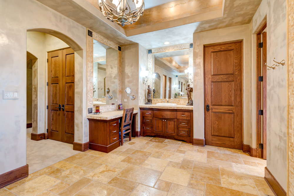 20-Master Bathroom.jpg