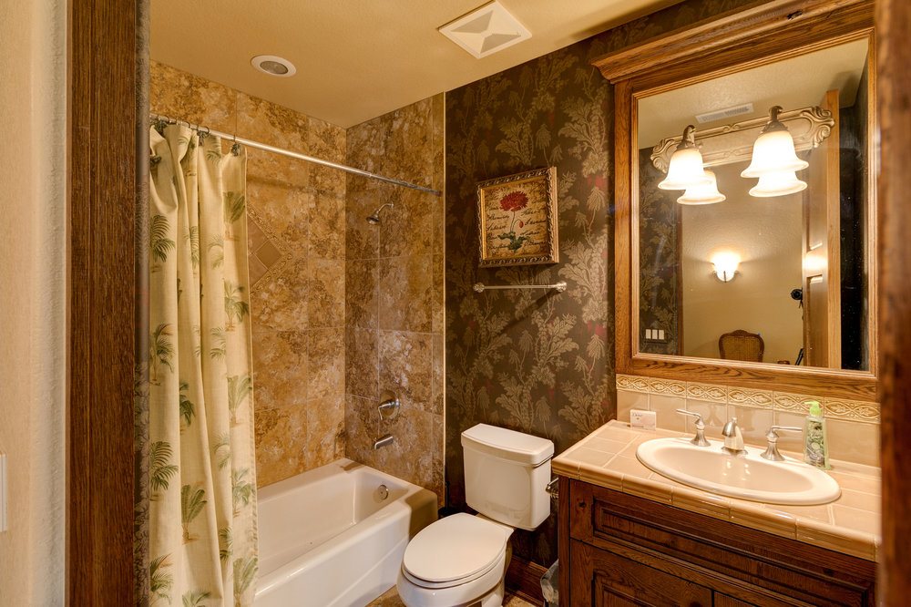 27-Lower Level Guest Bath.jpg