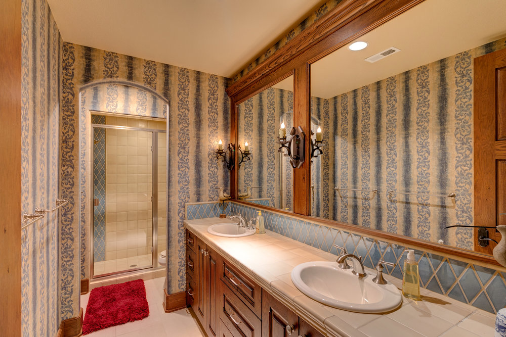 29-Lower Level Guest Bath 2.jpg