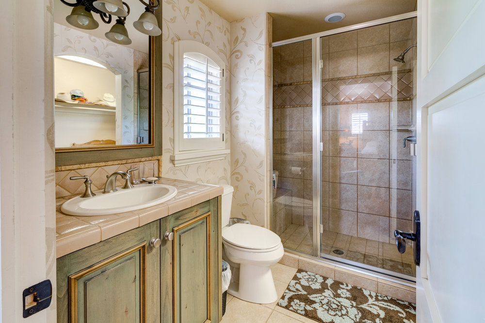 33-Guest Quarters Bathroom.jpg
