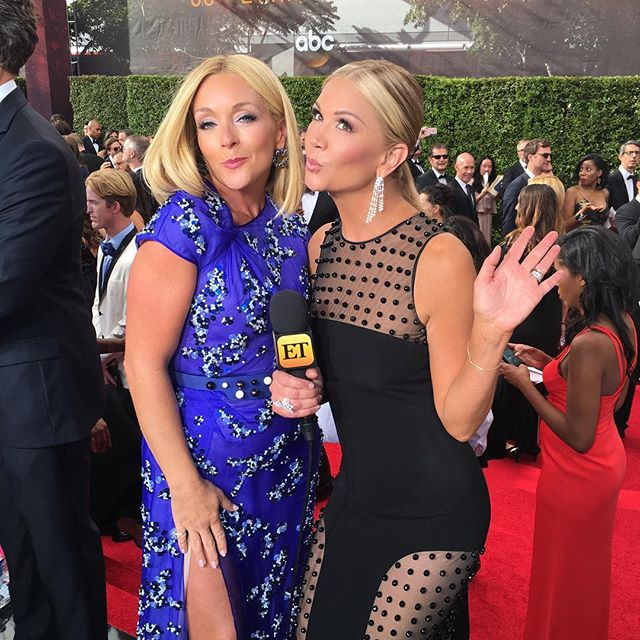 The Hollywood kiss (-: with Jane Krakowski. #Emmys #etemmys @entertainmenttonight