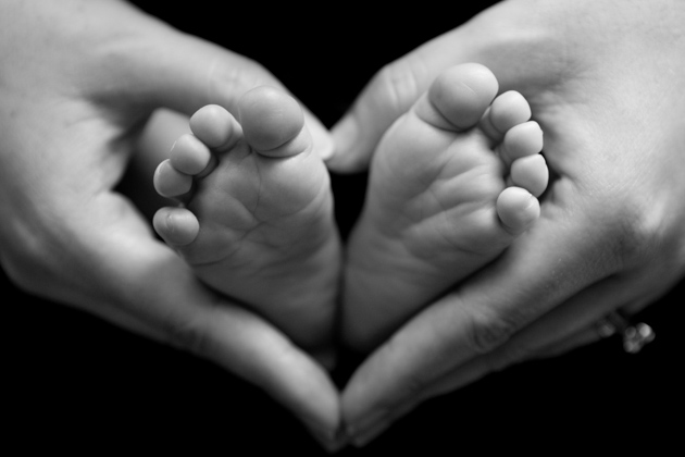 Alameda Newborn Photographer Baby feet held by mom's hands making shape of heart