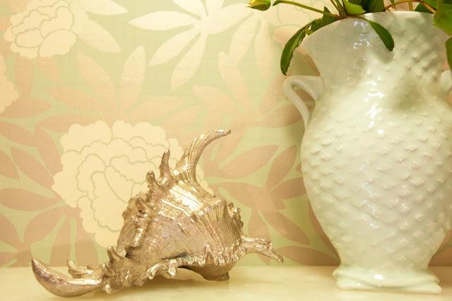 silver.seashell.floral.wallpaper