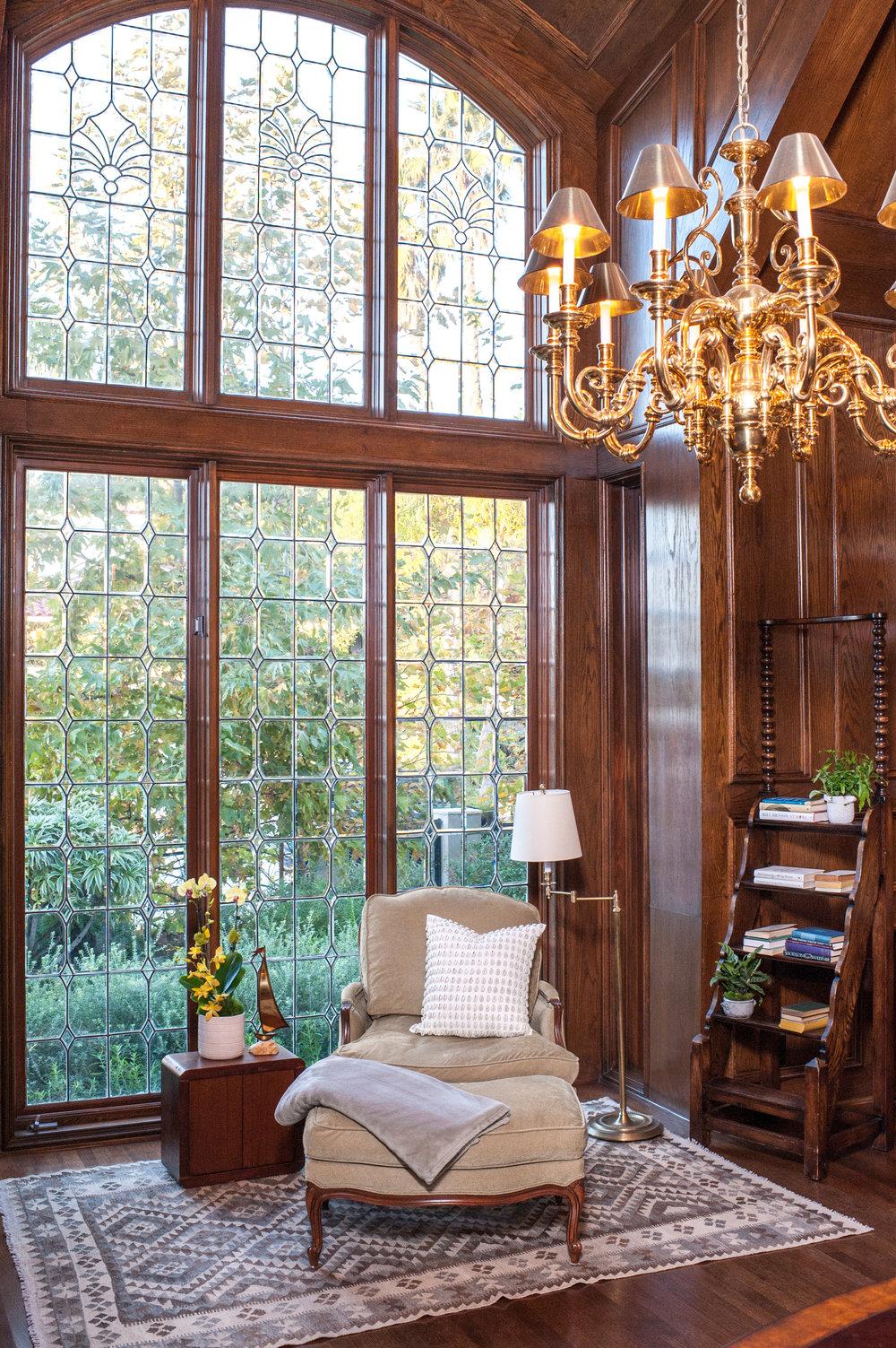 Sarah-barnard-design-traditiondal-palisades-library-window.jpg