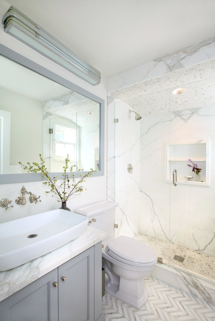 traditional marble bathrooms. This Updated Take On A Classic Marble Bathroom Has Pale Grey Custom-made Cabinetry And Mirrors, As Well Recessed Medicine Cabinet. Traditional Bathrooms S
