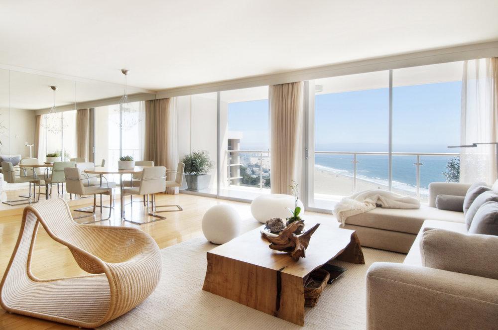 Sarah-barnard-design-modern-luxury-ocean-view-livingroom.jpg