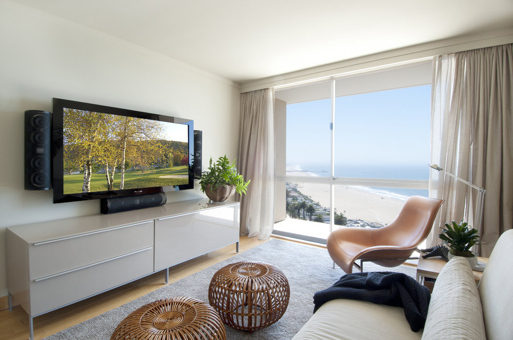 Sarah-barnard-design-modern-luxury-ocean-view-mediaroom.jpg