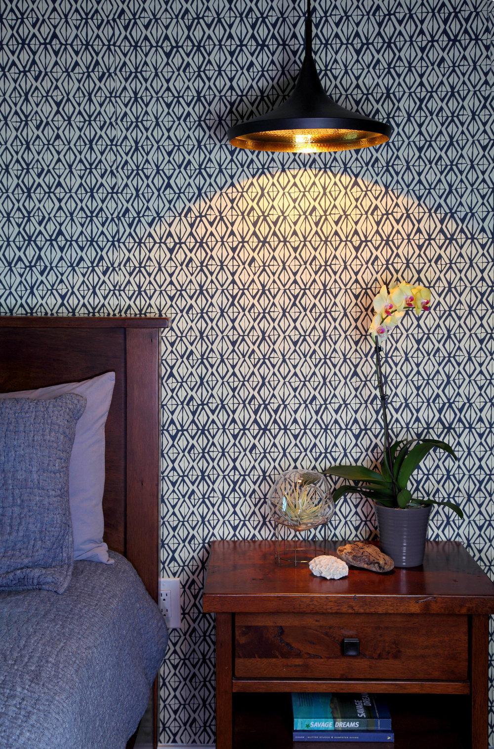 Sarah-barnard-design-modern-bachelorpad-wallpaper-detail.jpg