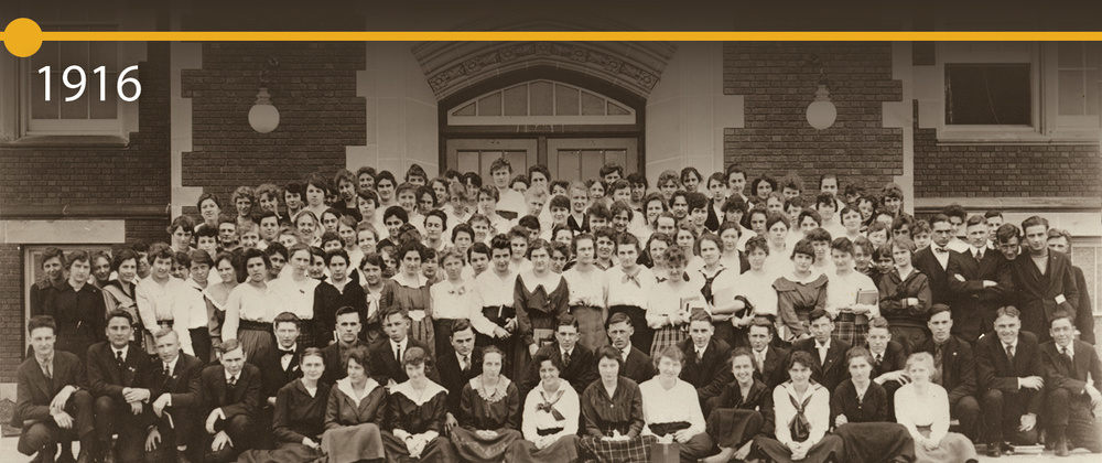 Class of 1916 gathered in front of Schofield Hall.