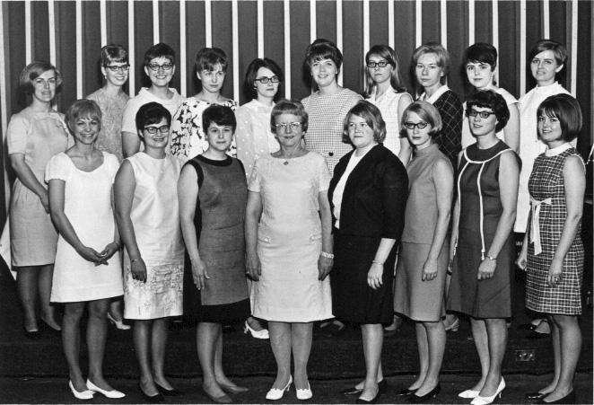 First graduates, 1968