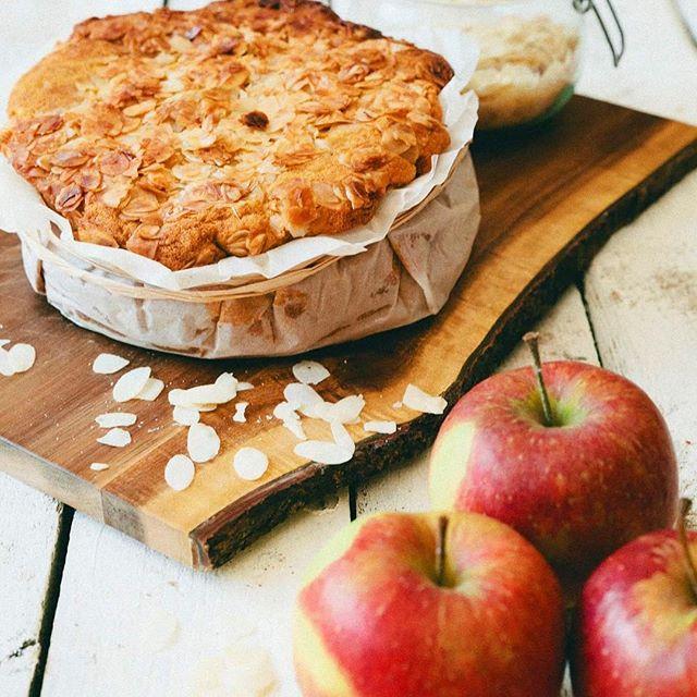 Klassieke appelcake met amandelschilfers! Was vergeten hoe lekker dat kon zijn 😋 #classicsarethebest #applepie #almondsonthetop #glutenfree #guiltfree #refindsugarfree #homemade #comeswithlunch #dessert #takeaway