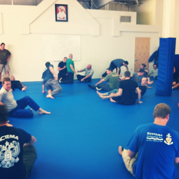 Full house for Day 1 of the Martin Wheeler groundfighting seminar. Superb day of training, featuring subtle evasion and strategies of control via self-control. And of course, a healthy measure of striking. Official pic album to follow