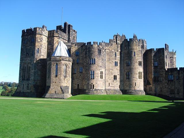 alnwick-castle-92607_640.jpg