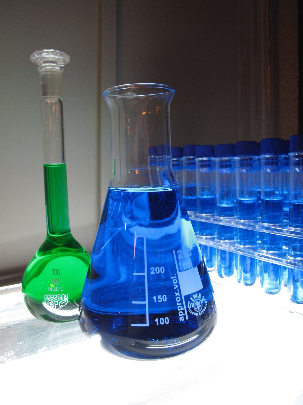 En esta foto se ve el amigo imaginario de Joaquín. Él hace experimentos en el laboratorio.