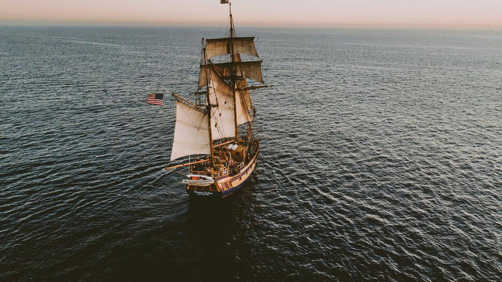 Enrique es un pirata que habla mucho Habla demasiado..
