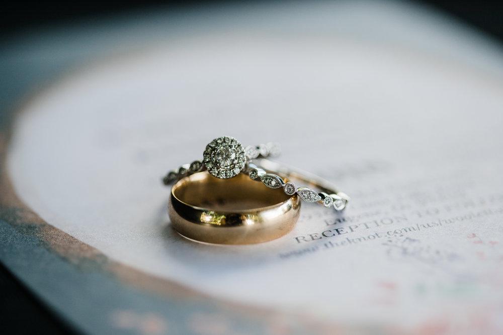 El anillo es un símbolo del amor sin fin.