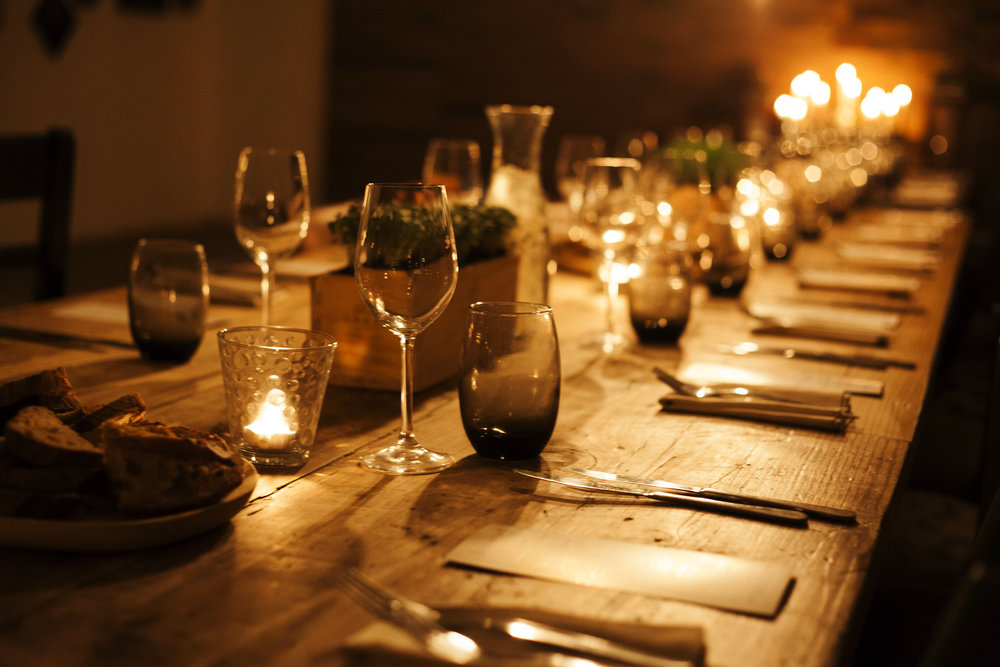 La familia de Felipe cenaba en un restaurante elegante…