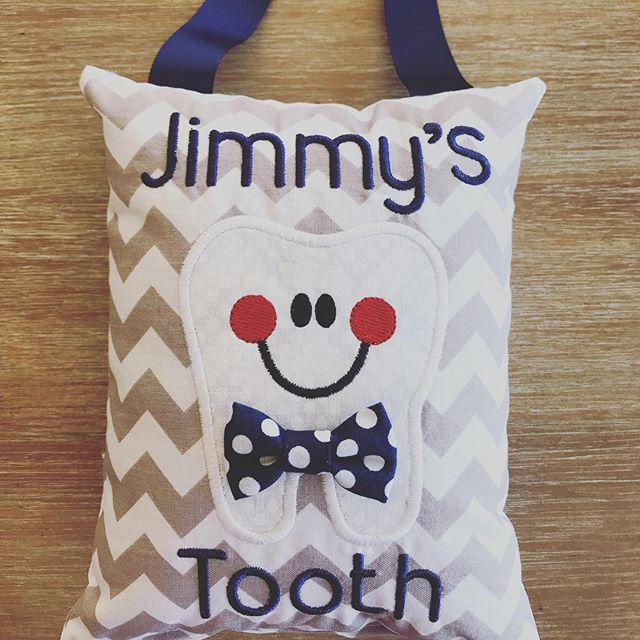How darling and inventive is this personalized tooth fairy pillow? My favorite part is that it hangs on the bedroom's exterior door knob; giving the fairy easy access! Thanks to the creative #theselittleones on #etsy!