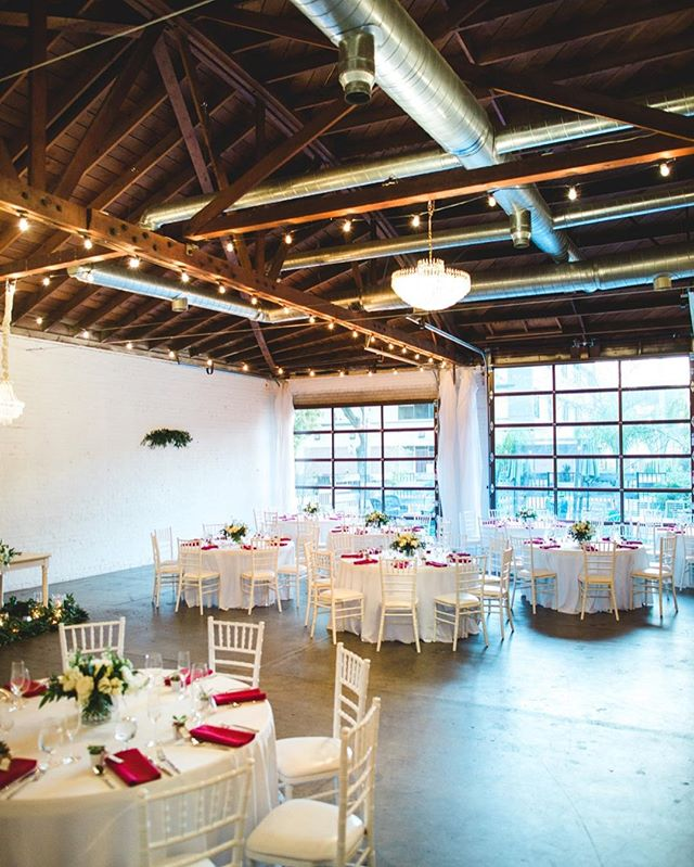 Don't you just love how wide open the space looks with those windows?? 😍 📸:@elisabetharin 🌿:@yayforcake • • • • #WeddingStyle #WeddingInspiration #WeddingInspo #WeddingDesign #JustEngaged #WeddingIdeas #DesignIsInTheDetails #RisingTideSociety #Engaged #GettingMarried #TheHappyNow #MeaningfulWedding #FlashesOfDelight #PursuePretty #Bridal #BrideToBe #SacramentoWedding #Sacramento #InstaDaily #InstaGood #SneakPeek #Weddings #InstaWow #WeddingDecor #EventDesign #EventDecor #ThatsDarling #Inspo #PhotoOfTheDay #Photography