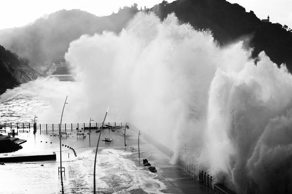 Знаете ли вы, что зимой волны в Сан Себастьяне достигают 30 метров в высоту?