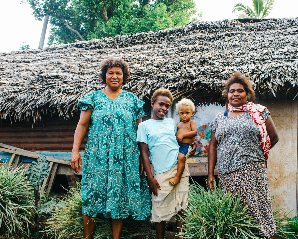 Luis with her family. Source: Edwina Yeates, Vanuatu Red Cross