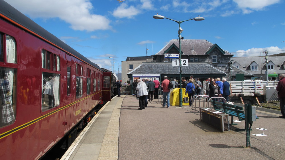 Passengers have almost two hours to lunch and do some sight-seeing in Mallaig before the return to Fort William.
