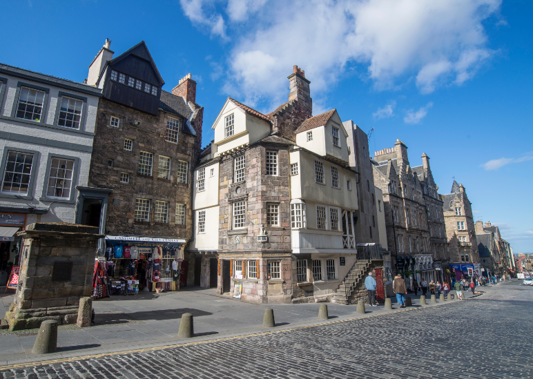 The John Knox House comprises part of the Scottish Storytelling Center on the Royal Mile in Edinburgh. TRACS, Traditional Arts and Culture Scotland is based here. Image credit: Visit Scotland