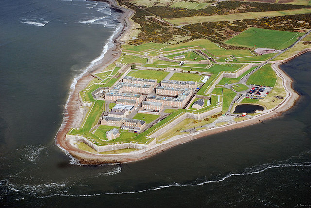 Fort George. By Stephen Branley, CC BY-SA 2.0, https://commons.wikimedia.org/w/index.php?curid=13964716